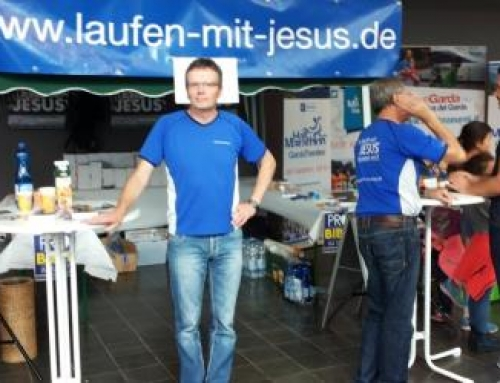 141 Sportlerbibeln für interessierte Läufer und Läuferinnen beim 14.Einstein-Marathon Ulm/ Neu-Ulm